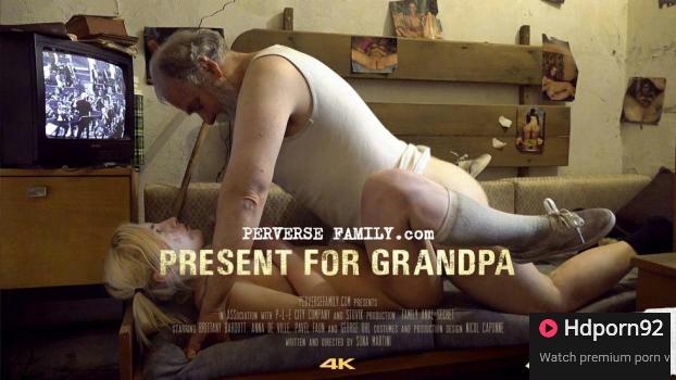 Perverse Family – Present For Grandpa – Susan & Anna – E12
