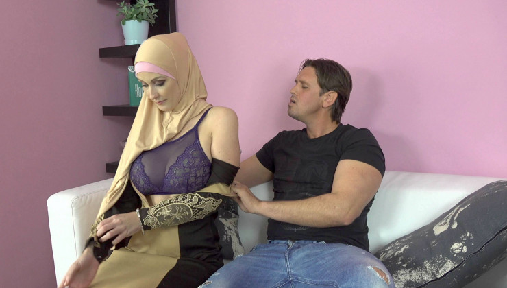 SexWithMuslims – Isabella Lui – Buxom Muslim Lady Knows How Tu Suck A Dick